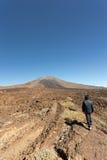 Un garçon près de volcan de Pico VIejo Photographie stock