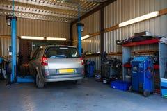 Un garage de réparation de voiture Photographie stock