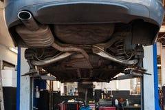 Un garage de réparation de voiture Photos libres de droits