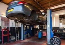 Un garage de réparation de voiture Image libre de droits