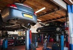 Un garage de réparation de voiture Image stock