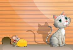 Un gatto e un ratto con formaggio Fotografia Stock Libera da Diritti
