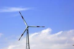 Un generatore eolico o generatore eolico Fotografia Stock
