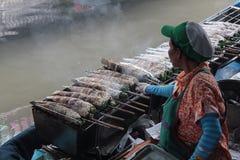 Un genere di piatto tailandese come pesce arrostito in Tailandia fotografie stock