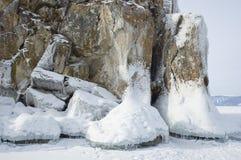 Un ghiaccio sulle pietre. Immagine Stock