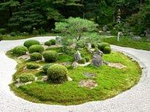 Un giardino di pietra giapponese Immagine Stock