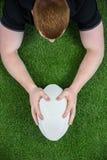 Un giocatore di rugby che segna una prova Immagine Stock