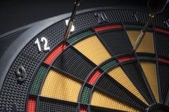 Un giocatore riesce a finire i 501 in nove dardi fotografie stock