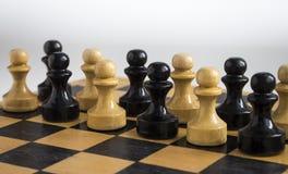 Un gioco da tavolo del pegno su una tavola di legno fotografia stock libera da diritti