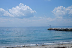 Un giorno di estate sul molo sulla spiaggia di Kennebunkport in Maine con K Fotografie Stock Libere da Diritti