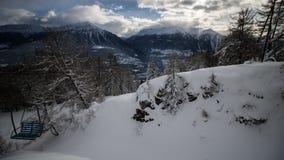 Un giorno di inverno nelle alpi svizzere Immagine Stock