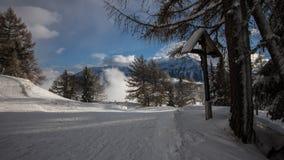 Un giorno di inverno nelle alpi svizzere Fotografie Stock