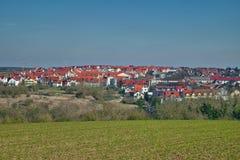 Un giorno di inverno soleggiato nella campagna europea Fotografia Stock