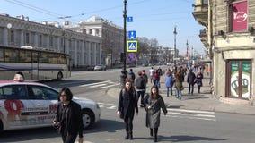 Un giorno di Sunny April sulla prospettiva di Nevsky St Petersburg stock footage