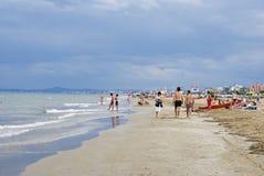 Un giorno piovoso alla spiaggia a Rimini Immagini Stock Libere da Diritti