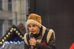 Un giovane attore sconosciuto partecipa alla prestazione di Natale Fotografie Stock