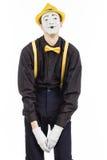 Un giovane felice, un attore, pantomimo, si rallegra nel successo Fotografie Stock Libere da Diritti