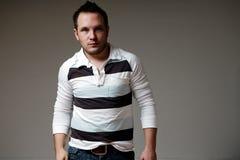 Un giovane modello di modo maschio Fotografie Stock