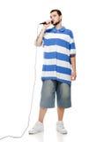 Un giovane tirante con un microfono isolato. Fotografia Stock