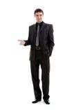 Un giovane in un vestito mostra la sua mano al lato. Immagine Stock