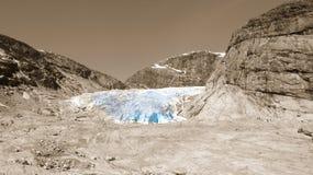 Un glaciar azul en Noruega Imagen de archivo libre de regalías