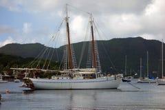 Un goleta viejo de la isla bajo reparación en la temporada baja Imagenes de archivo