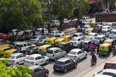 Un gran numero di traffico a Delhi, India Fotografia Stock