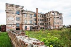 Un grand bâtiment abandonné Photographie stock libre de droits
