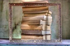 Un grand cadre, culture et tous les livres dans le monde Photographie stock