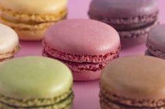 Un grand choix de saveurs françaises de Macarons photos libres de droits