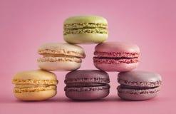 Un grand choix de saveurs françaises de Macarons photo libre de droits