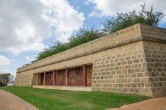 Un grand mur avec des colonnes et peinture à l'intérieur en lais est de Perth Photo libre de droits
