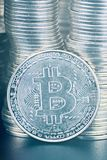Un grand nombre de bitcoin photo stock