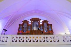 Un grand organe dans la cathédrale des saints Peter et Paul avant le concert Moscou, Russie images stock