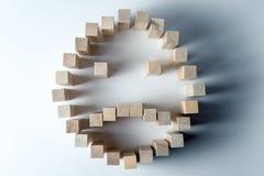 Un grand visage triste des cubes en bois, comme symbole de la tristesse, de la perte et de la tâche non atteinte, sur un fond bl images stock