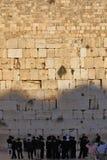 Un grande gruppo di ebrei religiosi Fotografie Stock