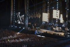 Prestazione della banda rock di Red Hot Chili Peppers in Kie immagine stock