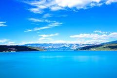Un grande lago e montagne della montagna Fotografia Stock Libera da Diritti