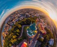 Un grande panorama di 360 gradi nell'alta risoluzione della città di Kiev su Podol al tramonto Fotografie Stock