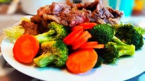 Un grande piatto del ovnivoro dell'alimento immagine stock