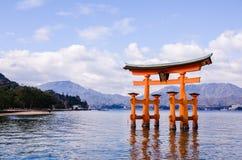 Un grande portone di Torii a Miyajima, Giappone Immagini Stock