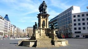 Un grande quadrato nel centro urbano di Berlino - la Germania Fotografie Stock Libere da Diritti