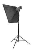 Un grande softbox nero della striscia su un supporto del metallo, isolato su un fondo bianco Attrezzatura dello studio di fotogra Fotografia Stock