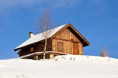 Un granero en montañas Foto de archivo libre de regalías