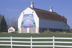 Un granero en una granja lechera imagen de archivo