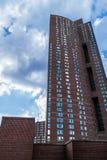 Un grattacielo nel centro della città di Manhattan, raggiungente nel cielo, New York, NY fotografia stock libera da diritti