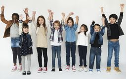Un groupe d'encourager primaire de schoolers photo stock