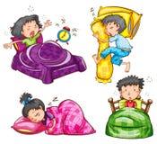 Un groupe d'enfants à la chambre à coucher Image stock