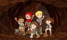 Un groupe d'enfants d'interational en caverne illustration stock
