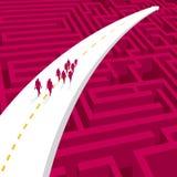 Un groupe d'hommes d'affaires marchent sur la route de fl?che illustration stock